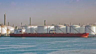 Комитет на ОПЕК+ предупреди, че търсенето на петрол може да намалее