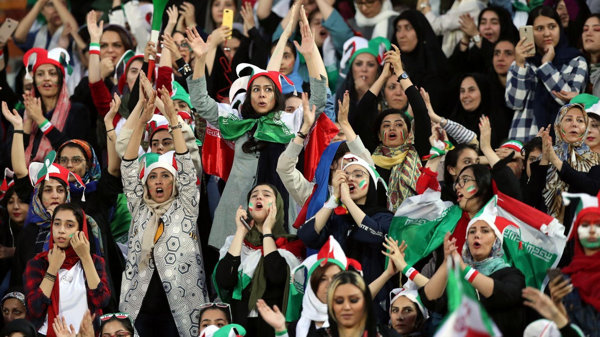 Жените в Иран отново стъпиха на стадиона, зарадваха ги с двуцифрен разгром