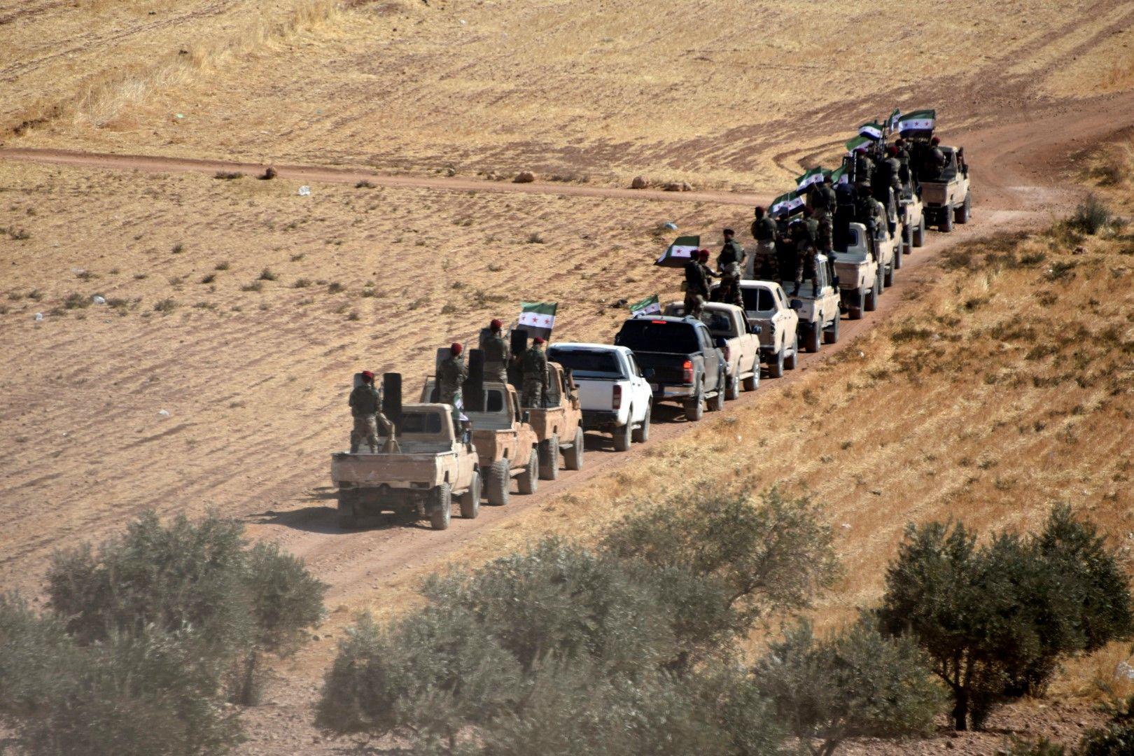 Сирийски бунтовници навлизат в Сирия от територията на Турция в подкрепа на турската армия