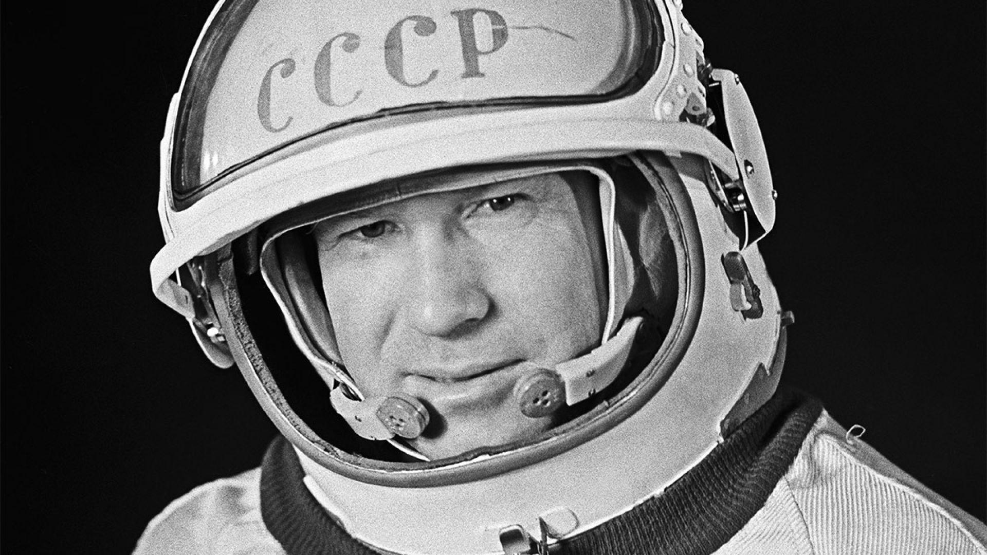 Почина първият човек, излязъл в открития космос