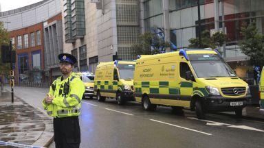 Петима са ранени с нож при нападение в мол в Манчестър