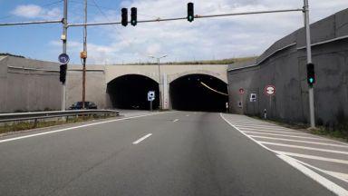 """Водач на маршрутка е наръган от шофьор в тунела на """"Люлин"""""""