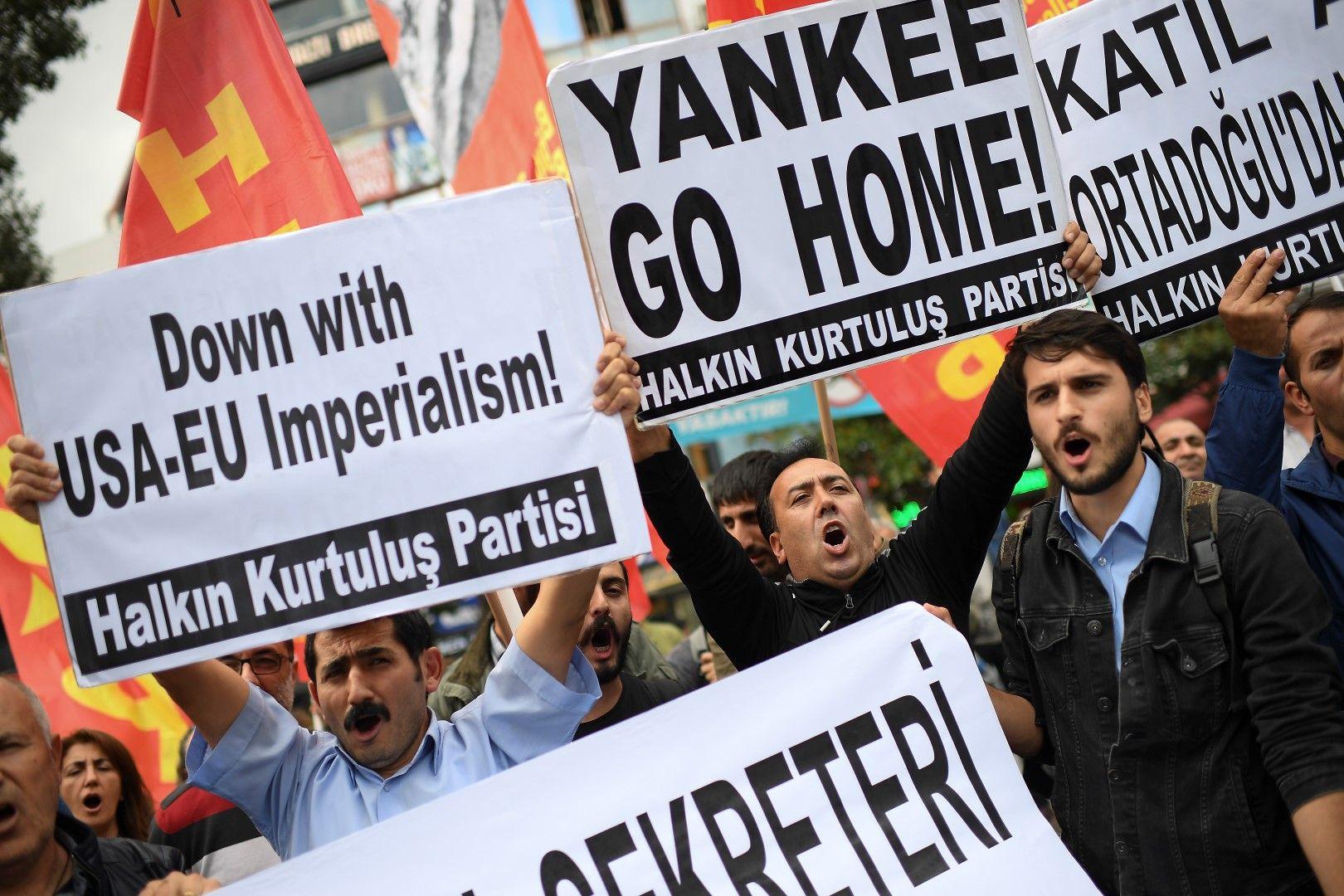 Призиви против НАТО, ЕС и САЩ по време на протест на 11 октомври в Истанбул