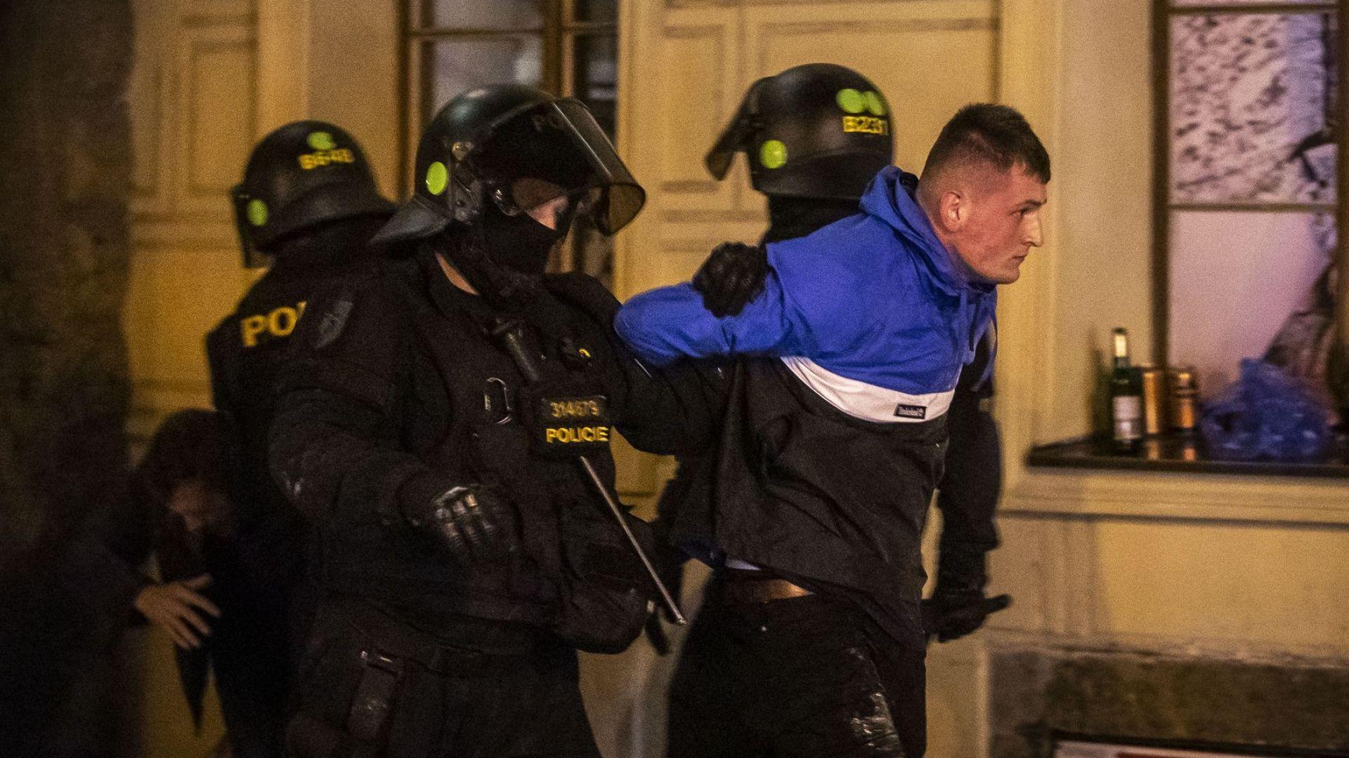 Три дни преди София: Английски хулигани вилняха в Прага (снимки и видео)