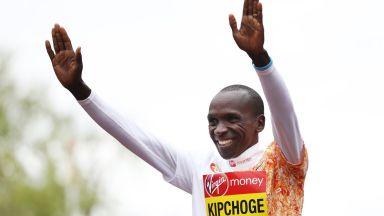 История! Легендарният Кипчоге строши двучасовите окови в маратона