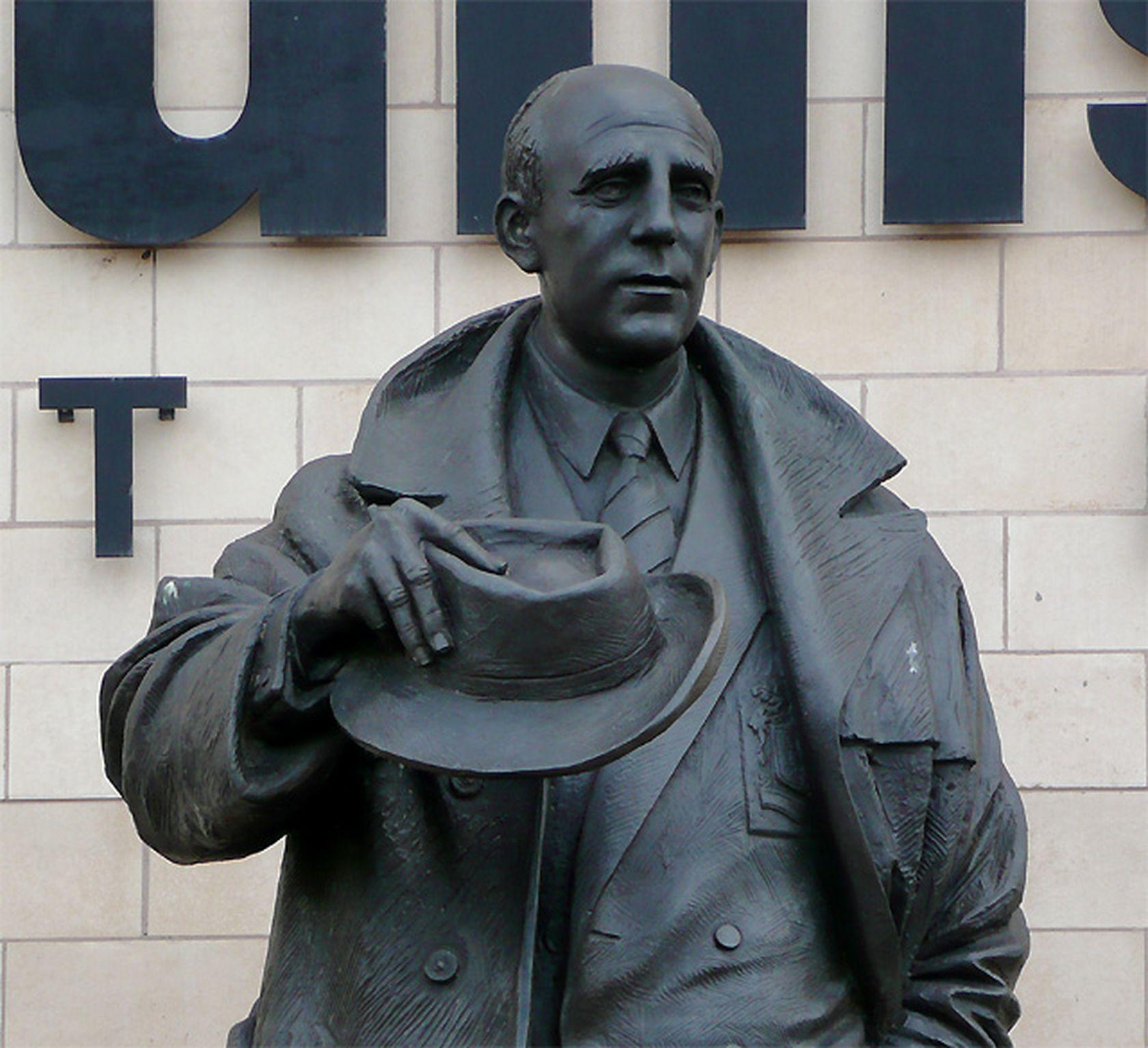Статуя на Стан Кълис краси стадиона на Уулвърхемптън, а една от трибуните носи неговото име. Легендата за него отчасти се дължи и на отказа му да вдигне ръка пред Гьоринг, Хес и останалите