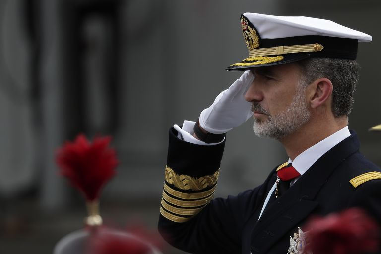 Крал Фелипе беше в униформа