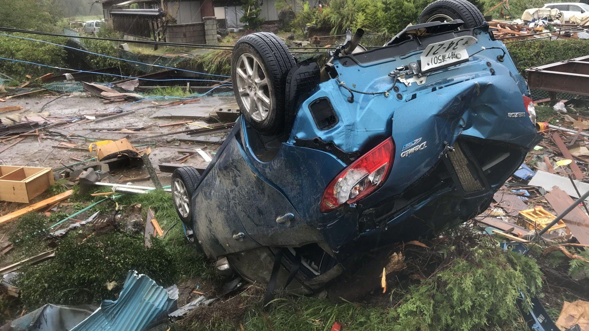 Тайфунът Хагибис уби вече 19 души и причини наводнения и свлачища в Япония (снимки, видео)