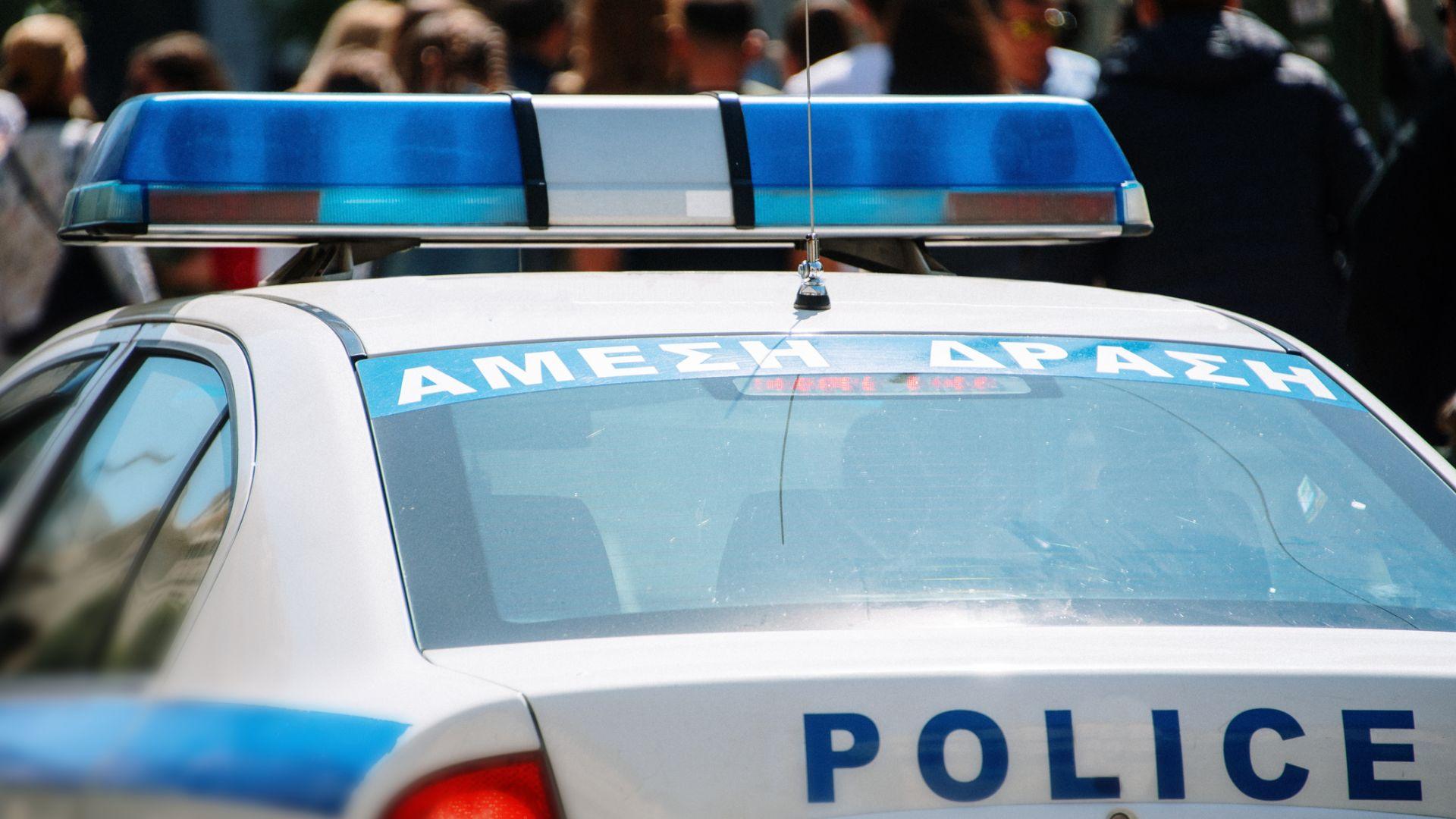 Разследват гръцки полицаи, ударили плесница на дете (видео)