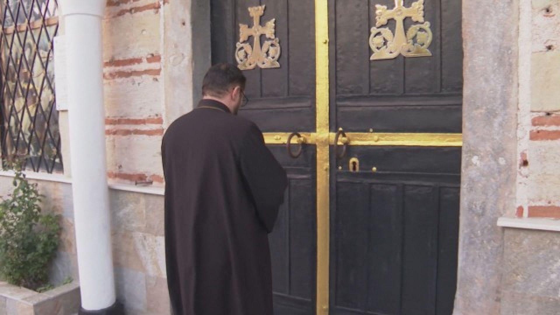 Арменската общност на протест: Църквите им остават без свещеници