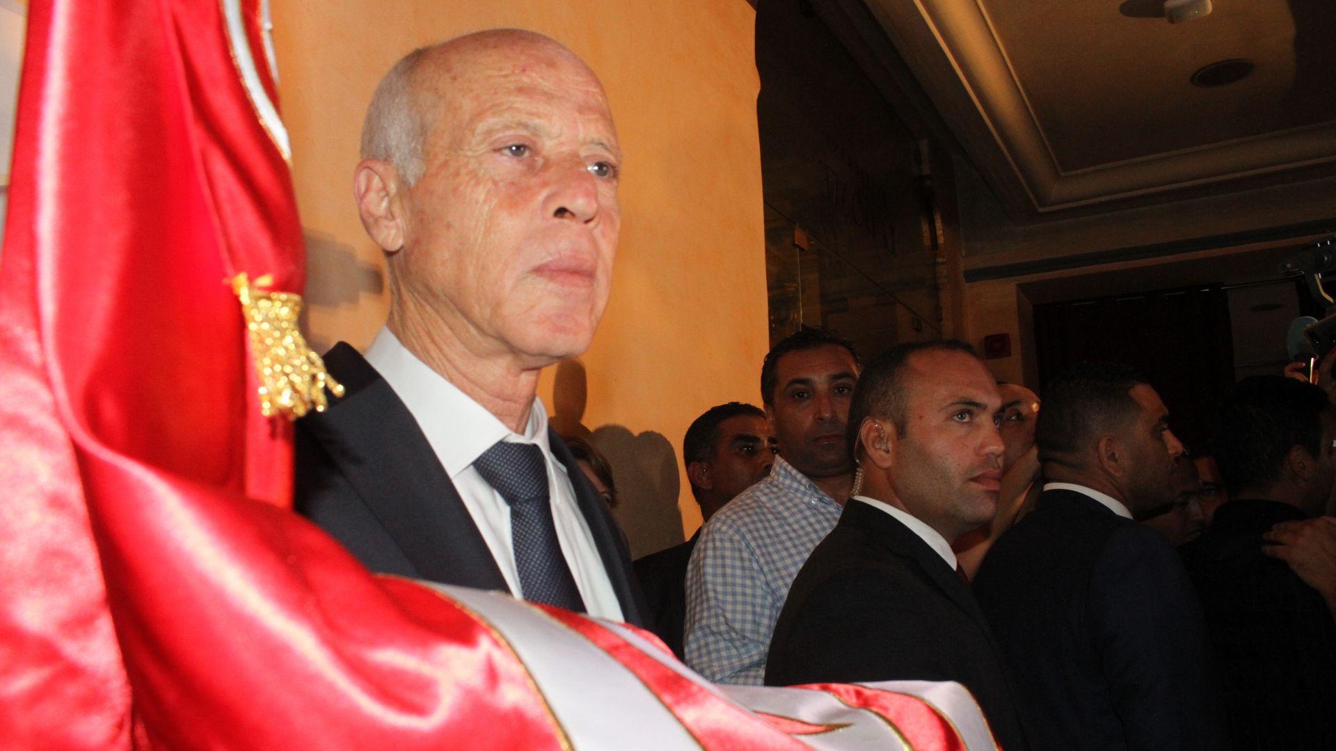 Юристът Каис Сайед бе избран за президент на Тунис със