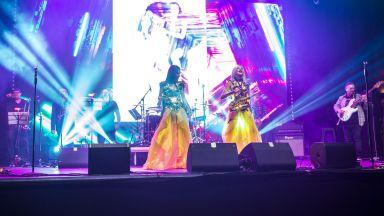Дует Мания отпразнува 20-годишния си юбилей с грандиозно шоу (галерия)