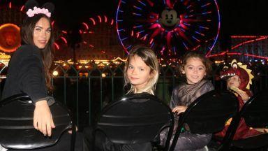 Меган Фокс изненада със снимки на цялото семейство от Дисниленд