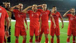 Наказват турските национали за козируване на мач