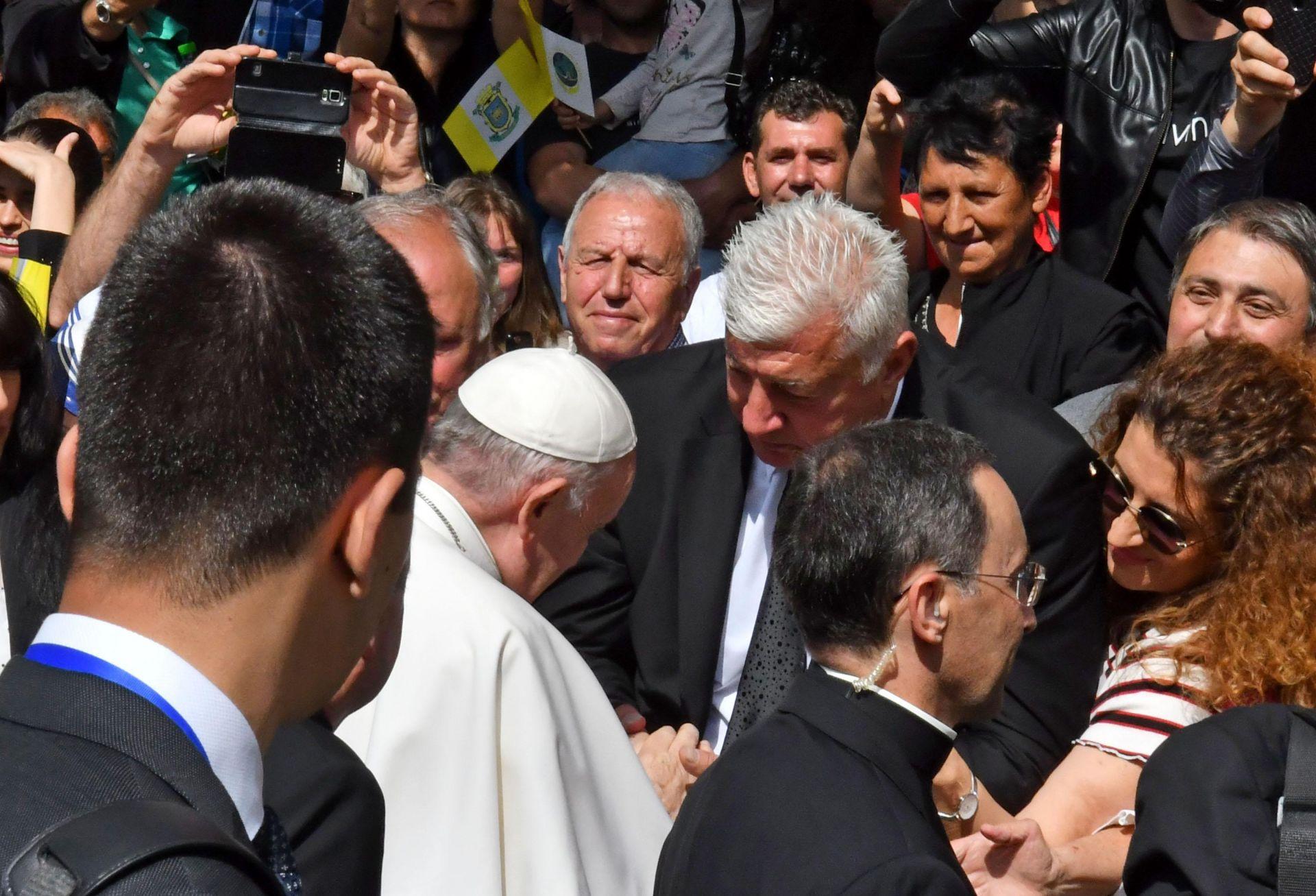 6 май 2019 г. Областният управител на Пловдив Здравко Димитров приема поздравление от папа Франциск при посещението на Светия отец в Раковски