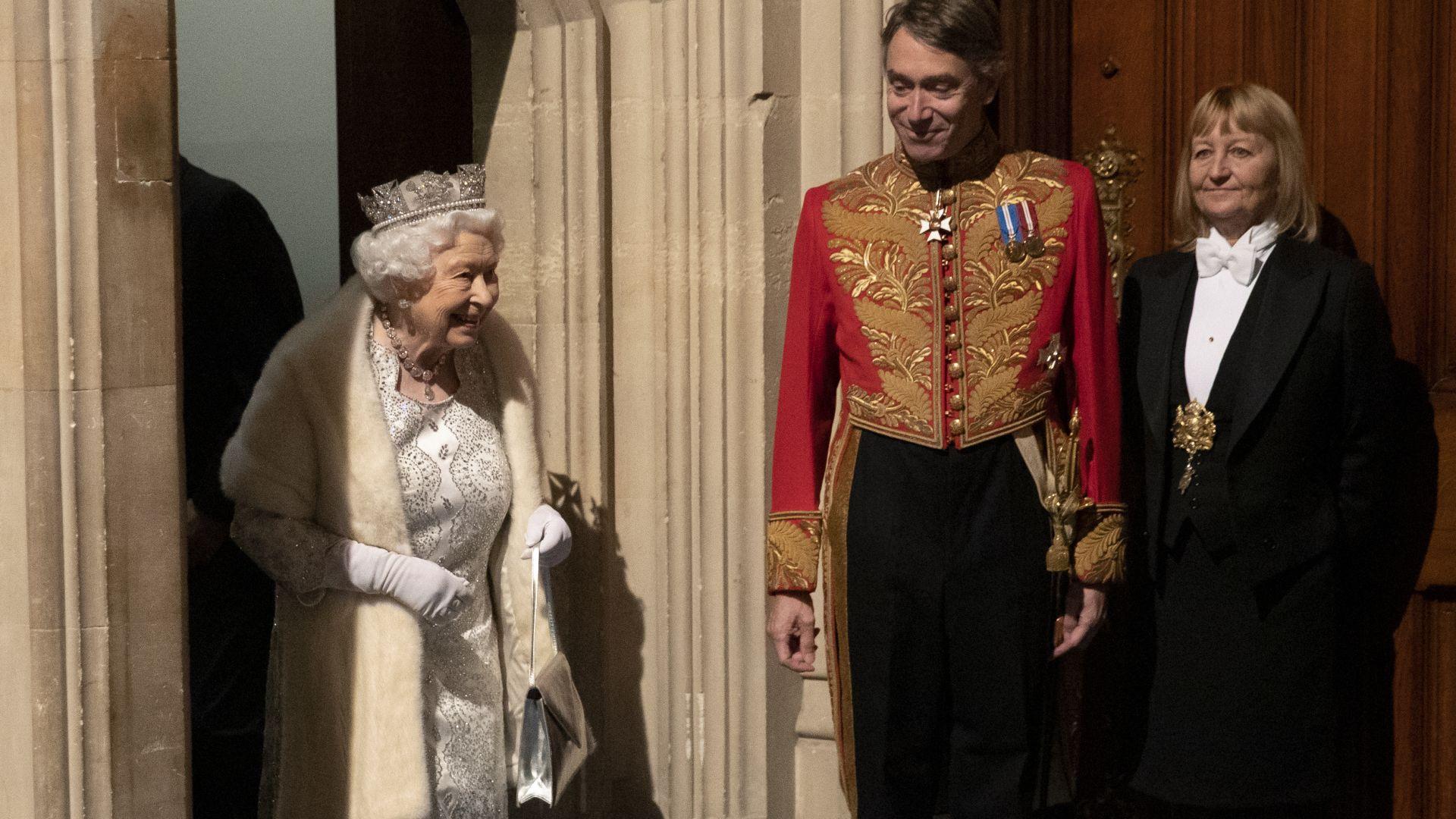 Ограничителните мерки заради новия коронавирус заплашват кралица Елизабет Втора и