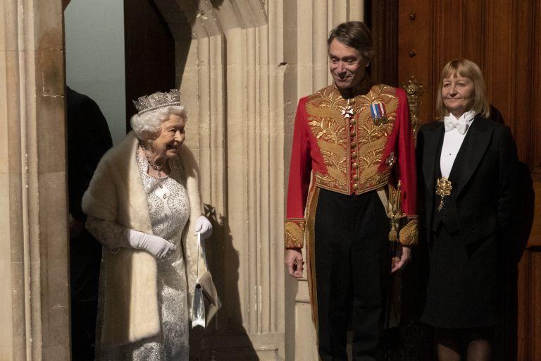 По традиция кралицата присъства на официалното държавно откриване на парламента в Лондон