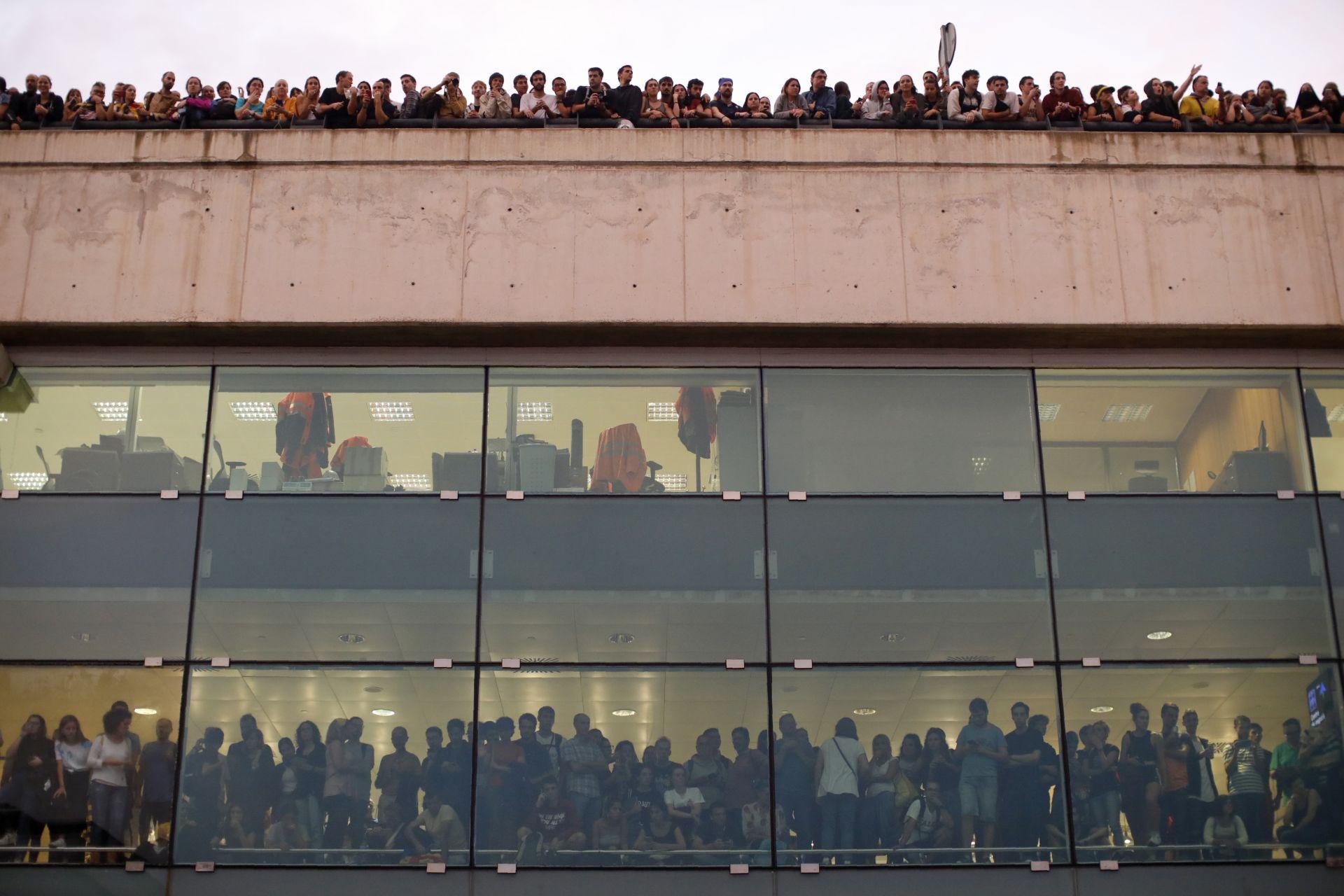 """Протестиращите на летище """"Ел Прат"""""""