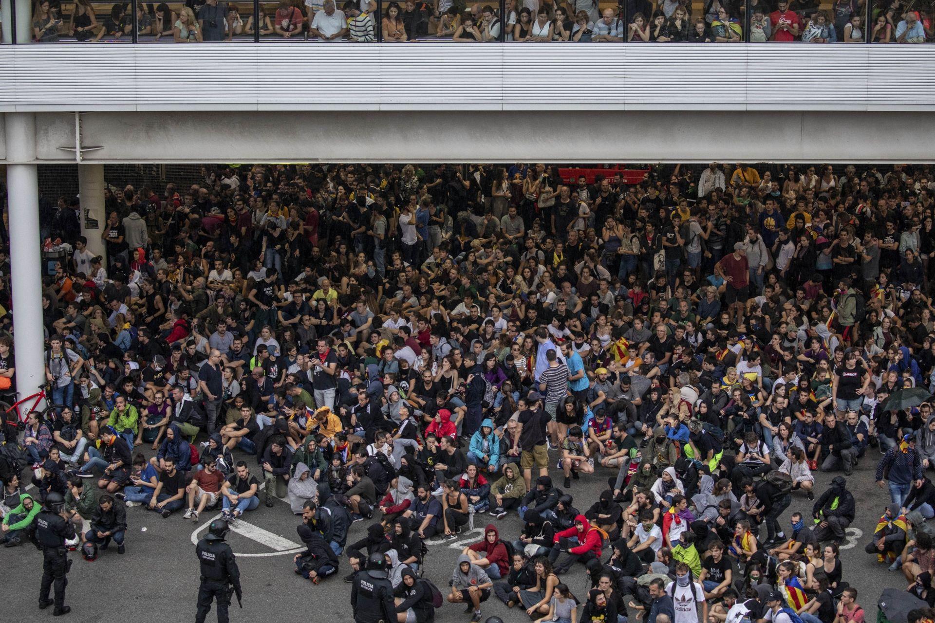 Протестиращи блокираха летището