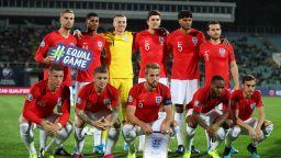 Футболистите в Англия не искат да намаляват заплатите си: По-добре да дарим тези пари