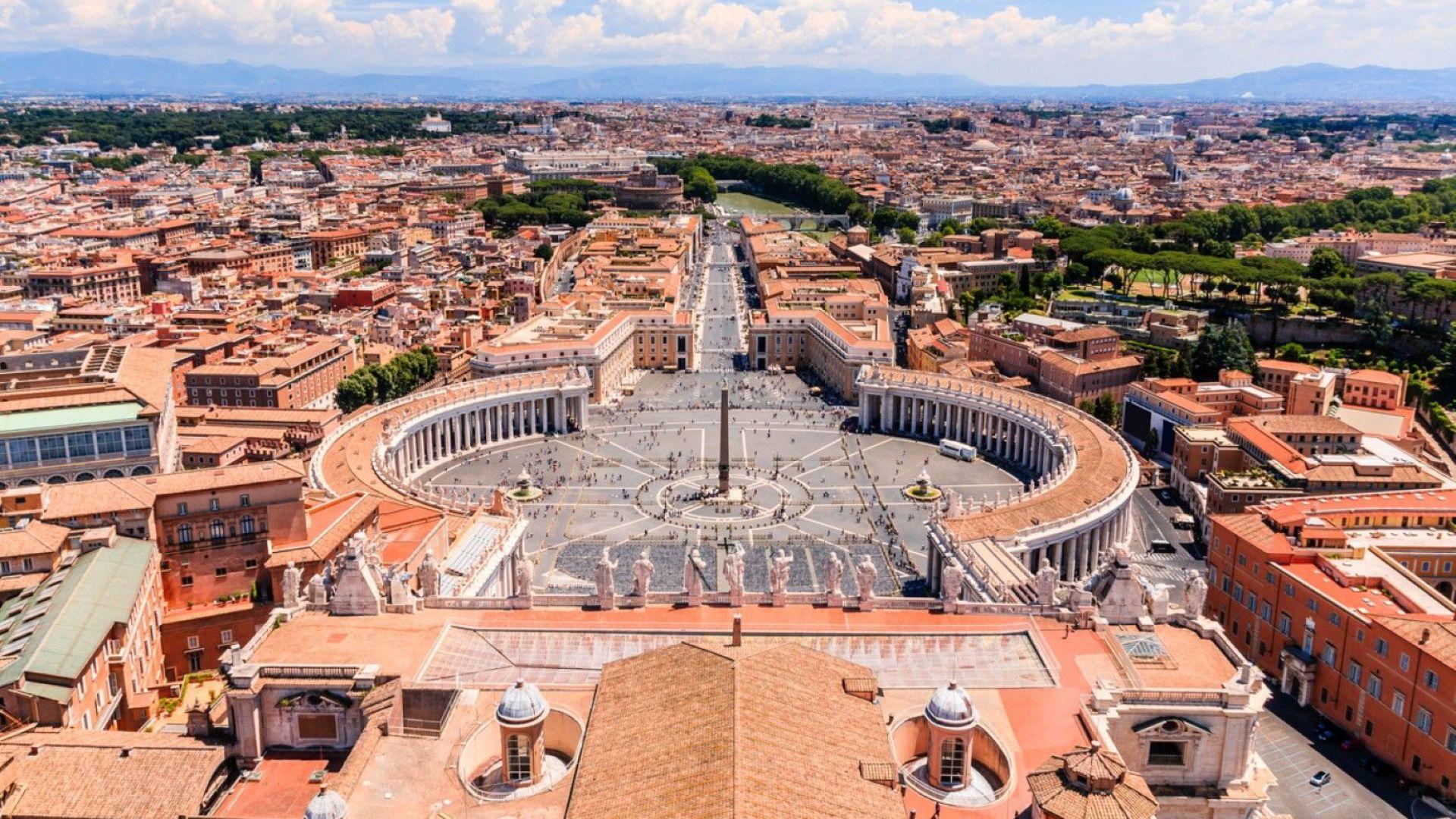Шефът на сигурността във Ватикана подаде оставка след скандал