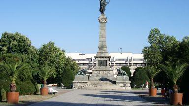 Паметникът на Свободата в Русе се руши, алармира реставратор