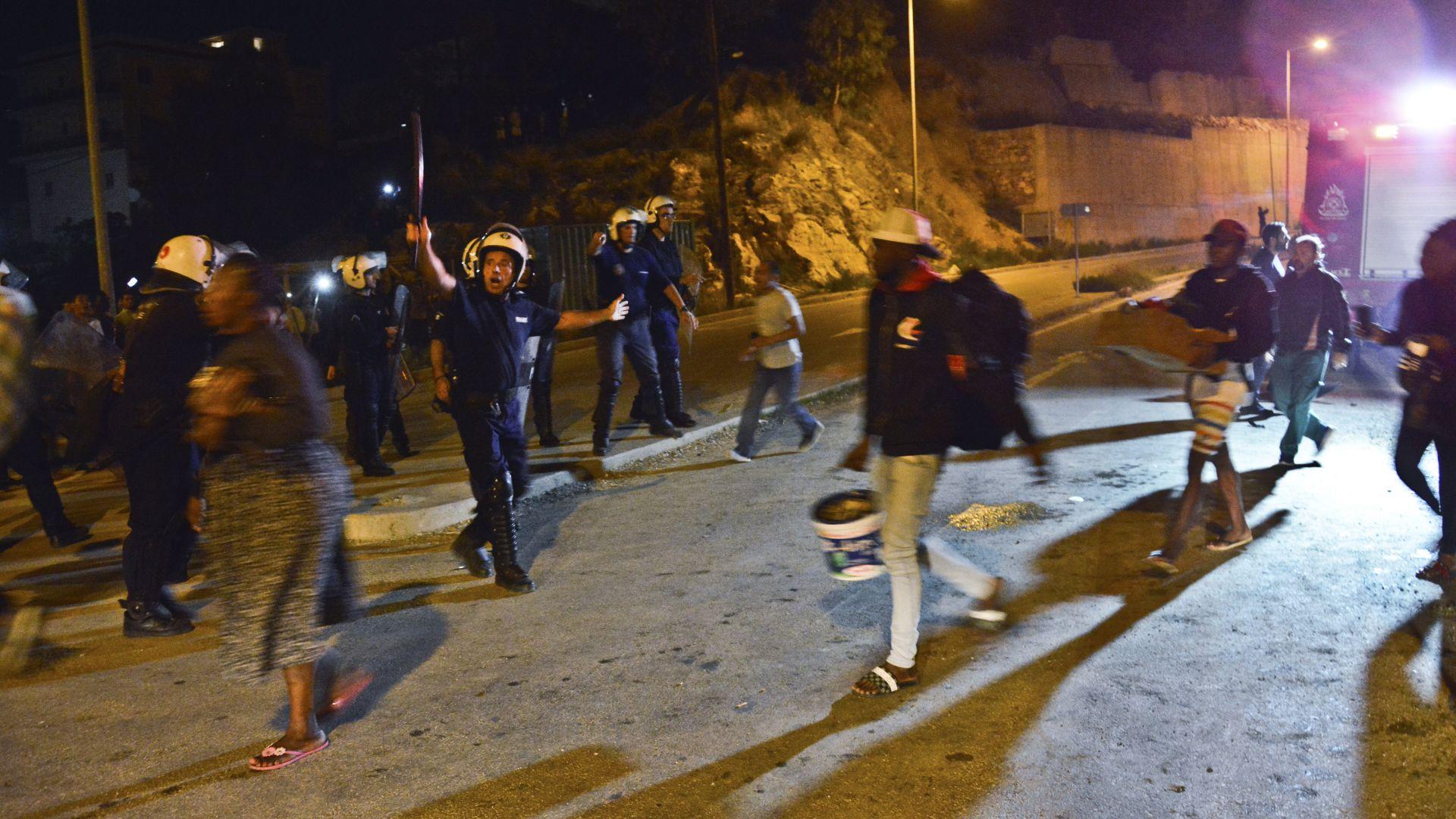 12 мигранти са арестувани за масовото сбиване на гръцкия остров Самос