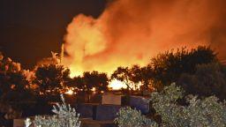 Насилие и пожари в претъпкания бежански лагер на остров Самос (снимки)