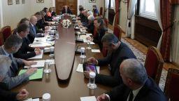 Радев призова правителството да поиска от Европа общ план срещу миграционен натиск