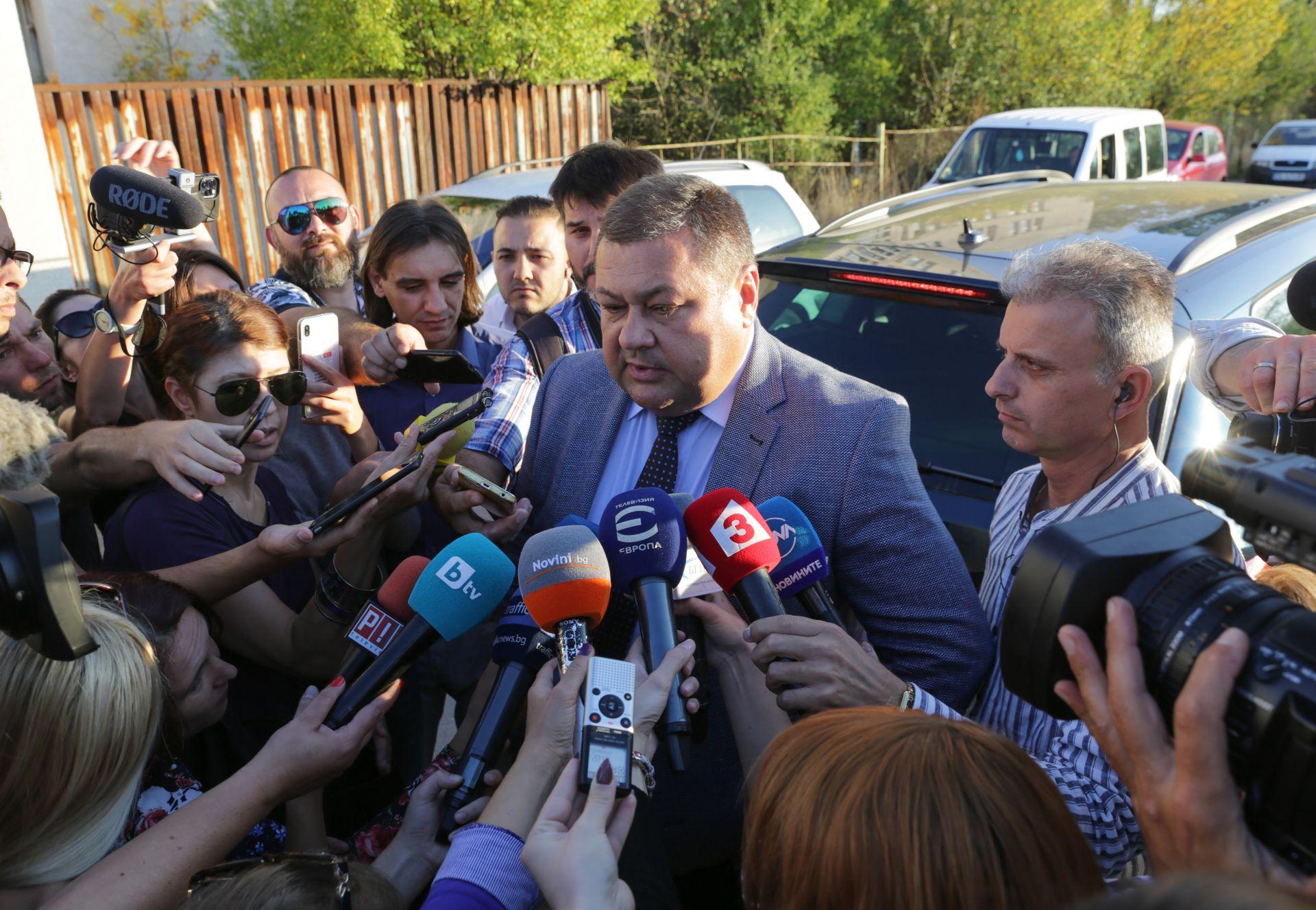 """Шефът на Дирекция """"Миграция"""" Николай Николов говои пред журналисти в Бусманци"""
