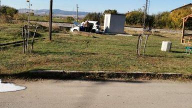 Борят се за живота на жената от колата, блъсната от влак край София