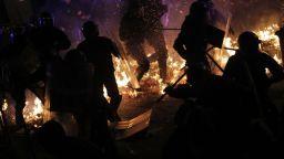 Втори ден от бунта в Барселона: Сцени, наподобяващи своебразна партизанска градска война