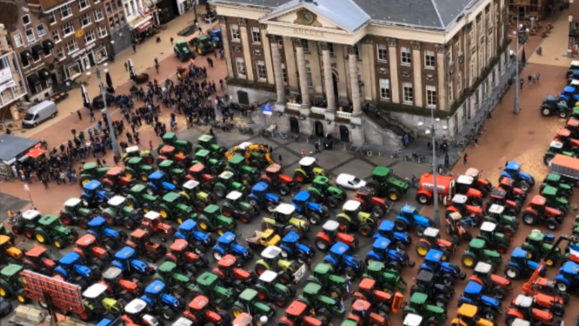 Хиляди холандски фермери блокират пътищата на страната (видео)