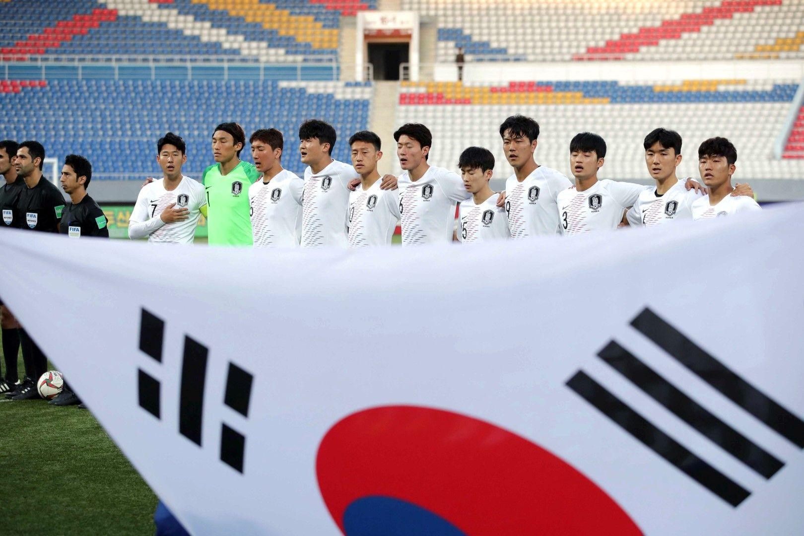 Южнокорейците чуха химна си и имаха знамето си на стадиона, както домакините обещаха