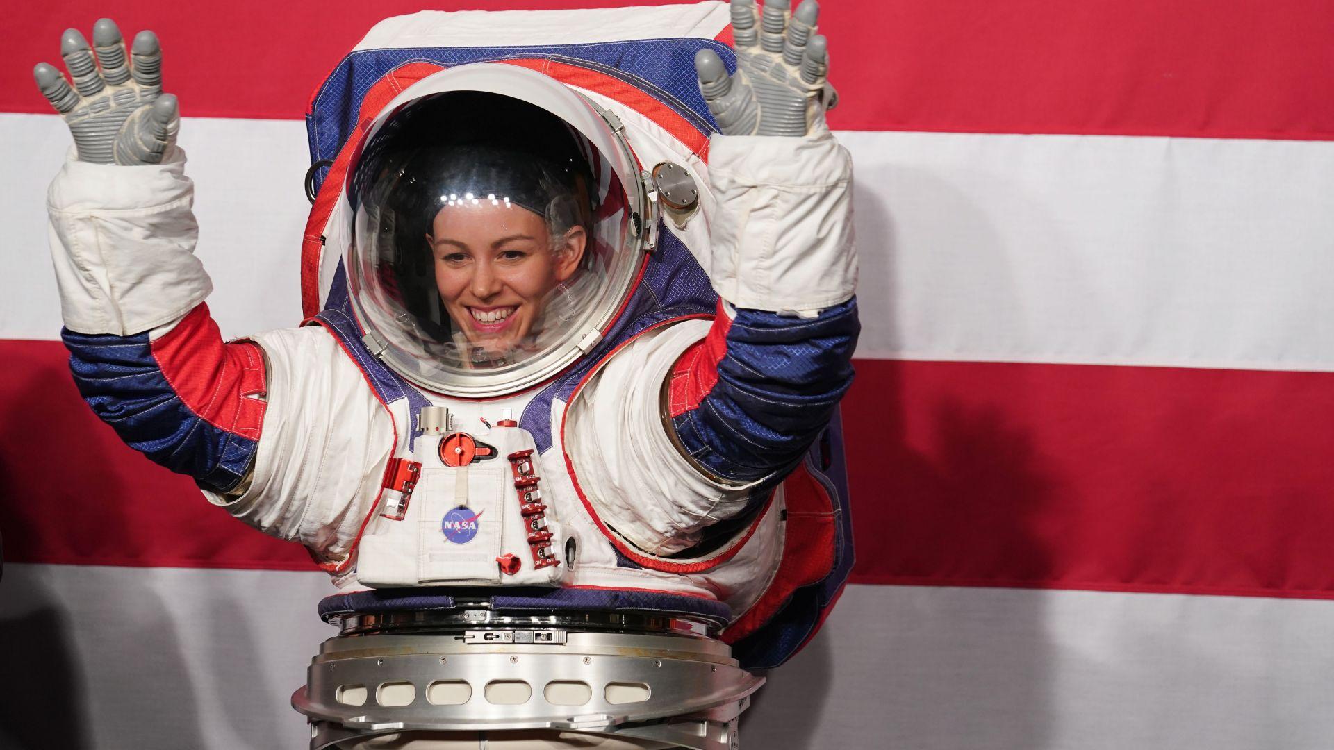 Три фирми в надпревара на НАСА коя да кацне на Луната