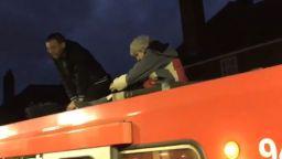 Екоактивисти нарушиха движението на железопътния транспорт в Лондон
