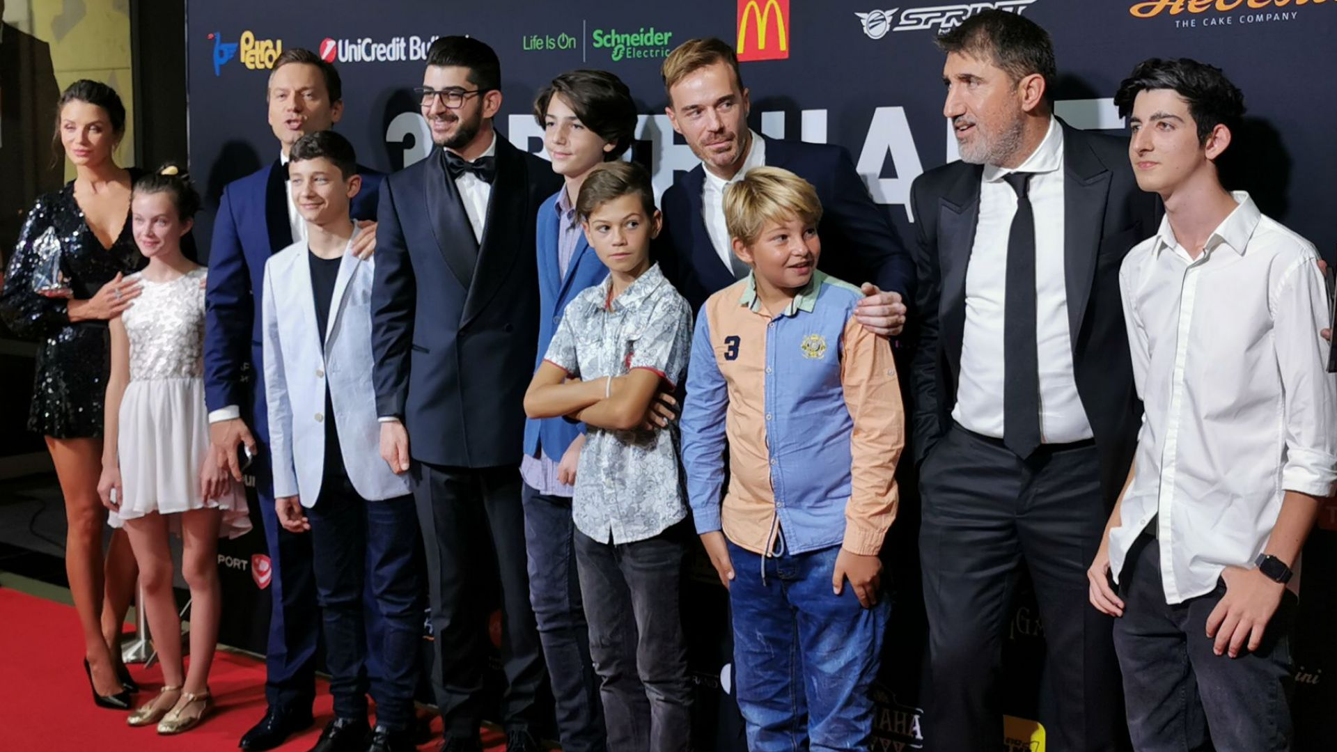 Актьорите със своите малки двойници