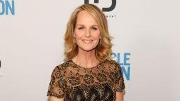 """Носителката на """"Оскар"""" Хелън Хънт приета в болница след катастрофа (видео)"""