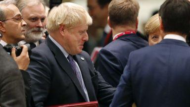 ЕС одобри новата сделка за Брекзит, която едва ли ще мине в британския парламент