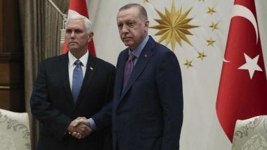 """""""Студена"""" среща между Реджеп Ердоган и Майк Пенс"""