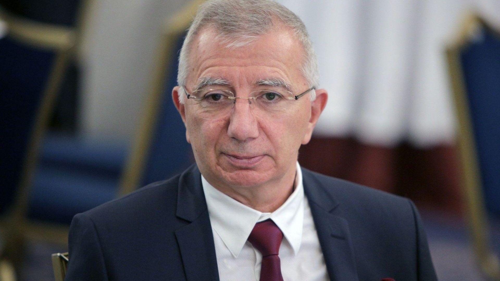 """Проф. Пламен Панайотов е носител на наградата """"Лекар на годината 2019"""""""