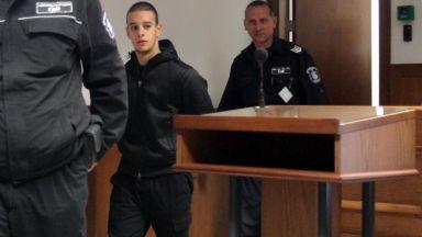 Обвиняемият за расисткия скандал се оправда с брат близнак