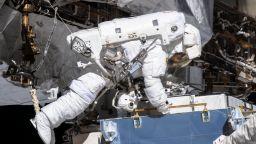 Астронавти на НАСА излязоха в открит космос от МКС