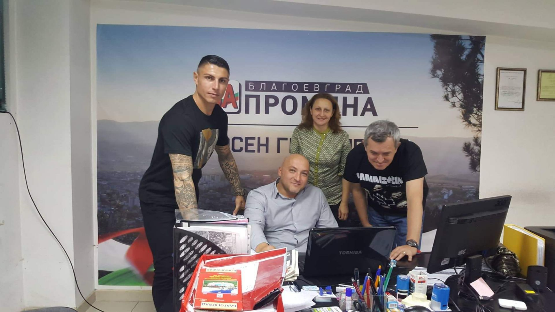 Кандидатът за кмет на НФСБ Росен Георгиев с екипа си