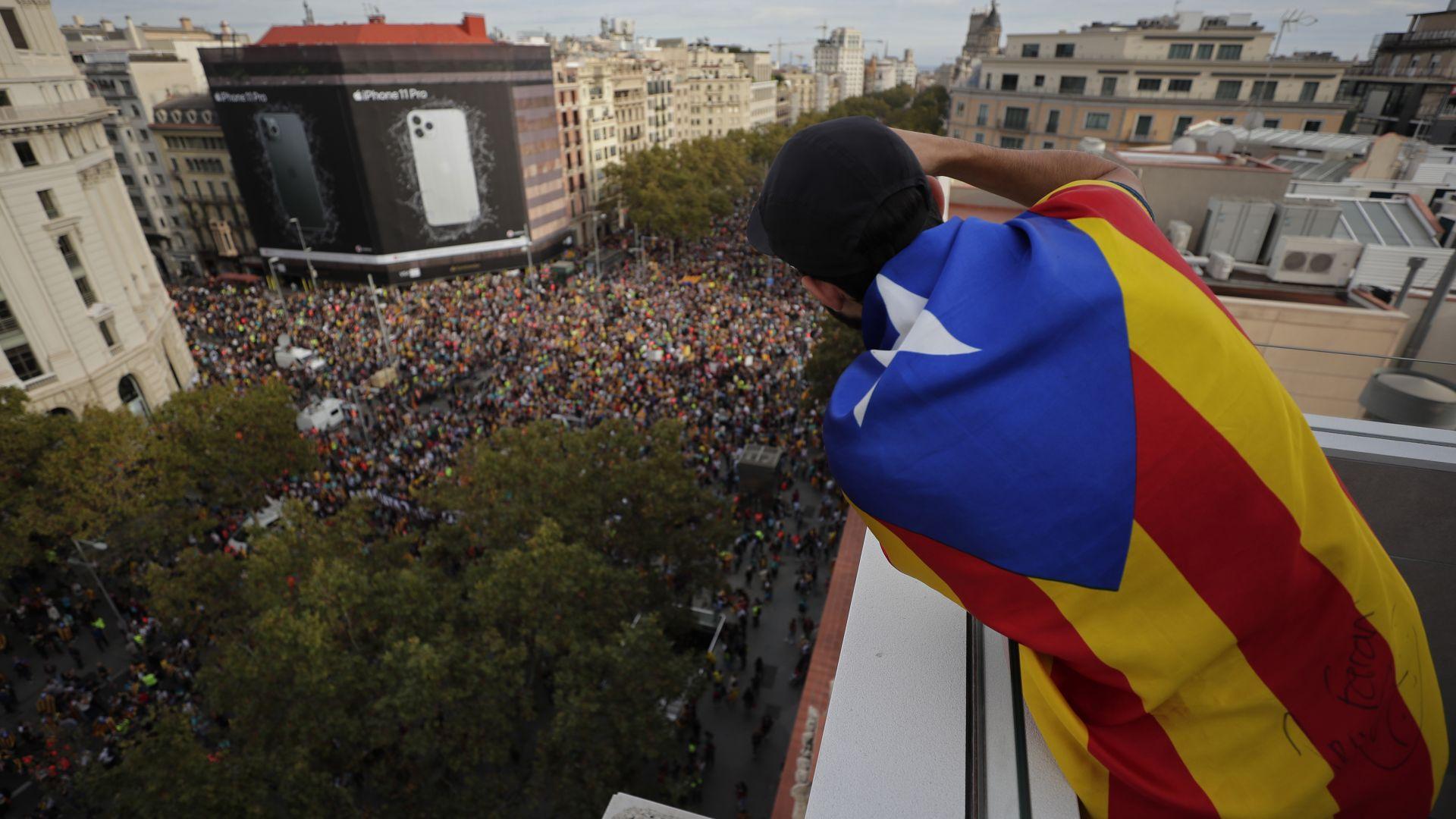 Протестите усложняват обстановката в Барселона (снимки)