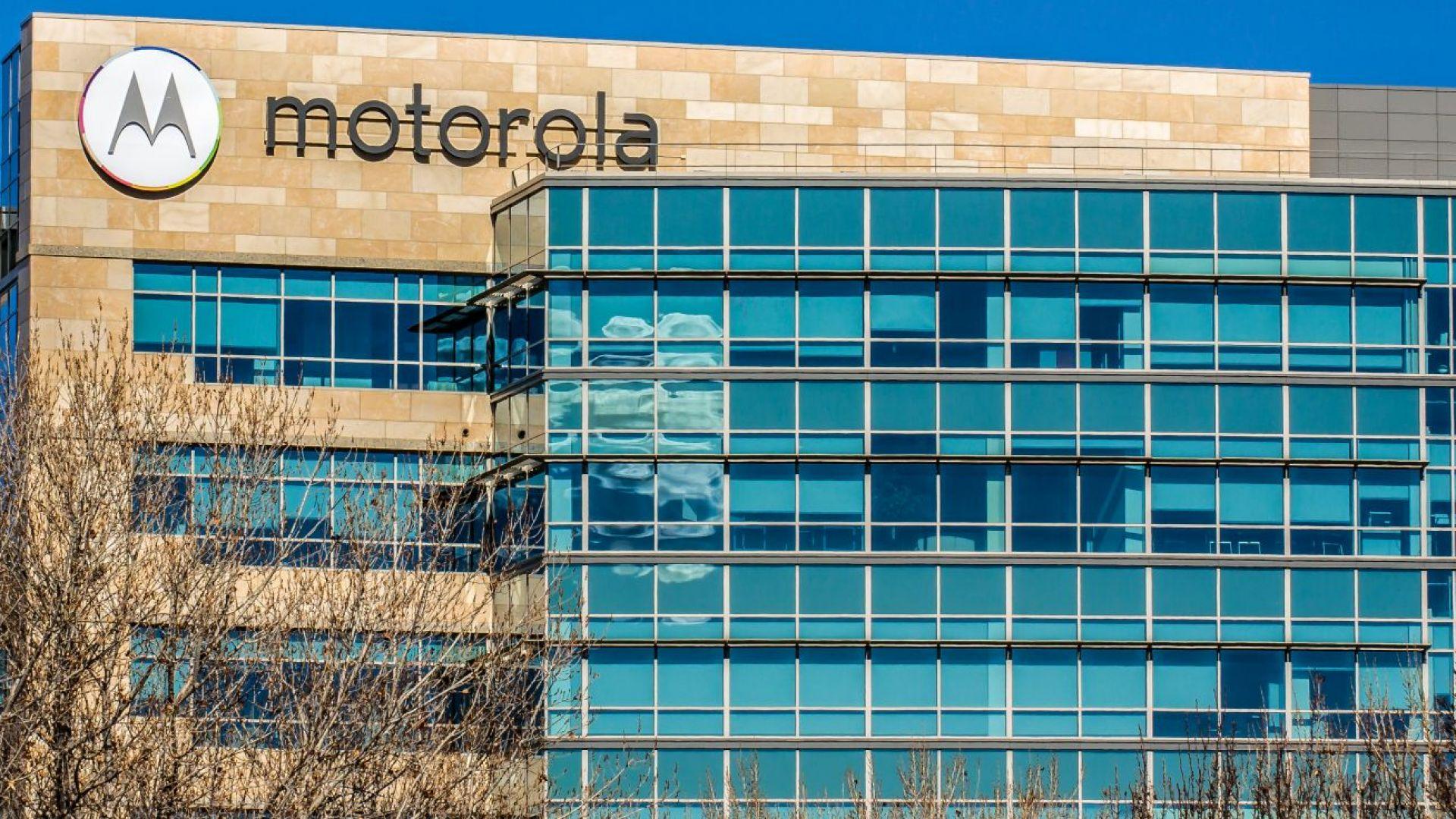 Motorola представя първия си смартфон със сгъваем екран на 13 ноември