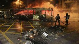 Извънредно положение в Чили след бунтове срещу поскъпването на транспорта (снимки/видео)