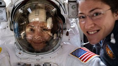 Доналд Тръмп говори с двете астронавтки, излезли в открития космос (видео)