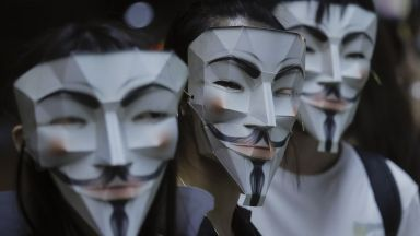 Мечо Пух, Гай Фокс и жабокът Пепе протестираха в Хонконг