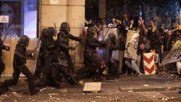 182-ма пострадали при снощните протести в Каталуния
